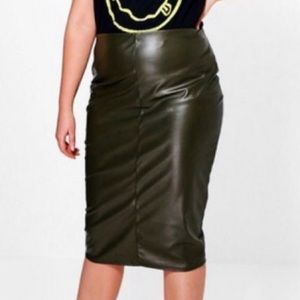 Boohoo Plus PU skirt (Midi)